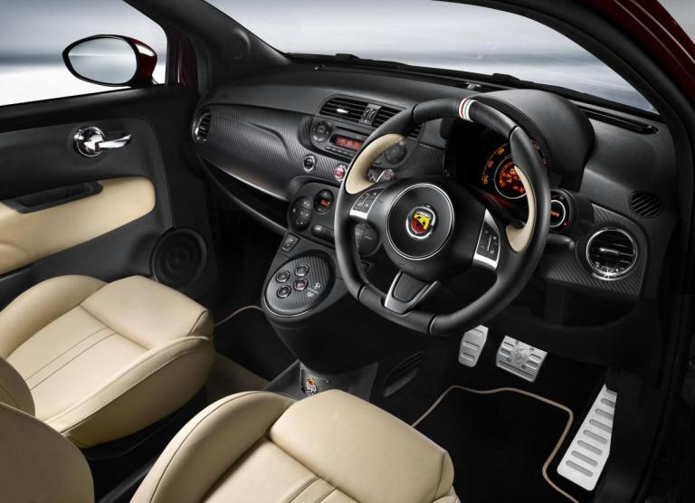Abarth-695-Maserati-interior